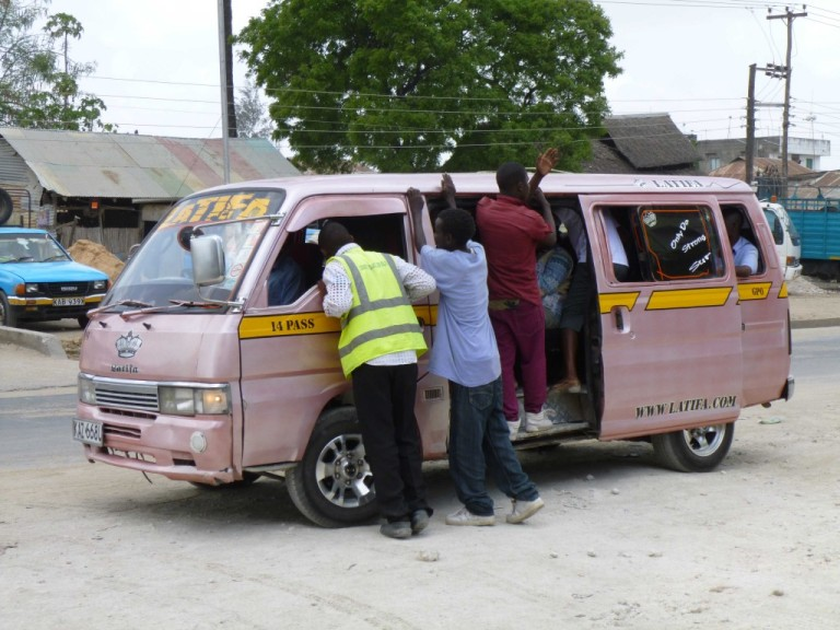 matatu-loading-up-check-out-hi-vis-henry-doing-his-safety-checks-1024x768